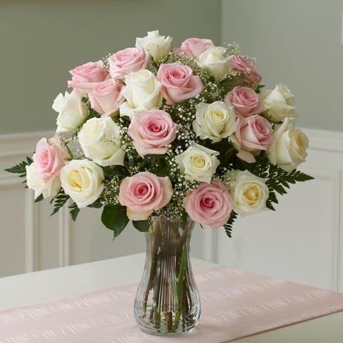 il qronfla vase with roses. Black Bedroom Furniture Sets. Home Design Ideas